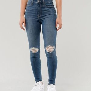 Ultra high rise Hollister jeans! 💙